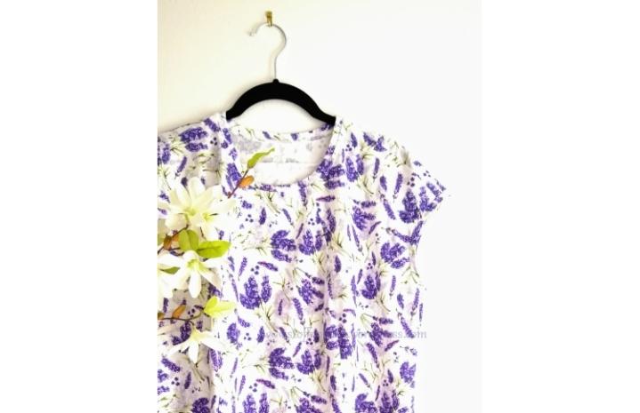 Jerseykleid mit spitz abgewinkeltenTeilungsnähten